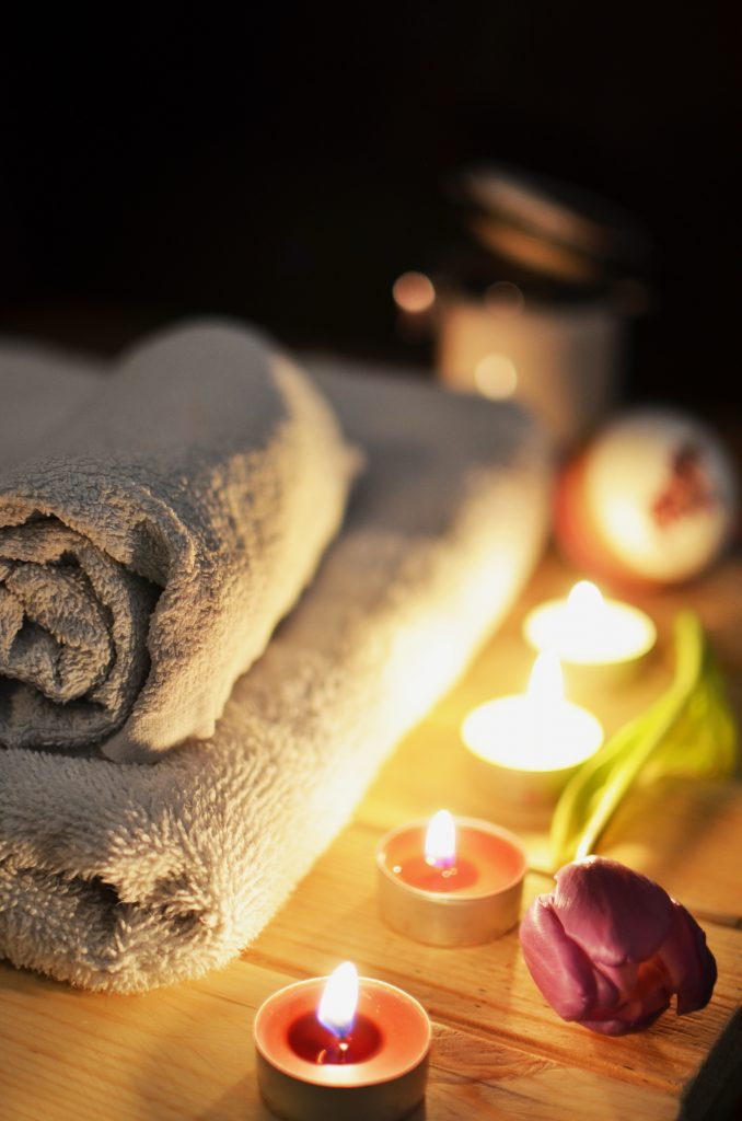 romantic towels and candles for mobile massage